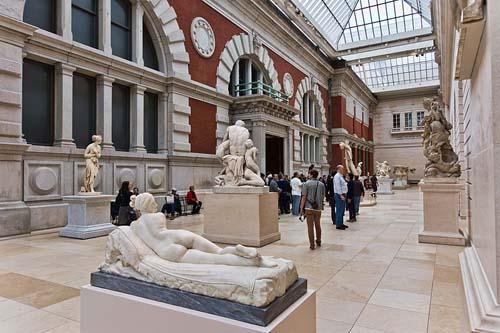 Metropolitan-Museum-of-Art-Statue